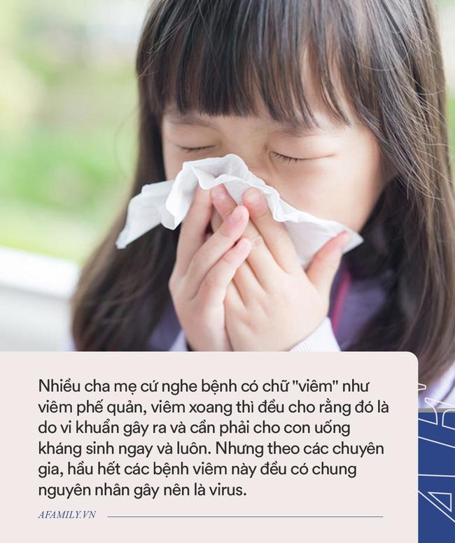 Trẻ mới bị ho, sổ mũi mà bố mẹ đã sốt sắng cho con uống thuốc kháng sinh là làm hại con đấy - Ảnh 1.