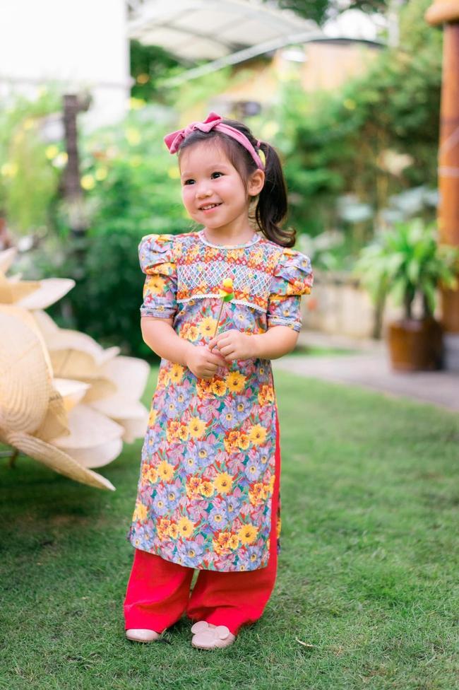 """Siêu mẫu Hà Anh xúc động khi lần đầu cùng con gái Myla đón Trung thu ở trường, ai cũng ngỡ ngàng vì cô bé diện áo dài """"chững chạc"""" hơn hẳn - Ảnh 3."""