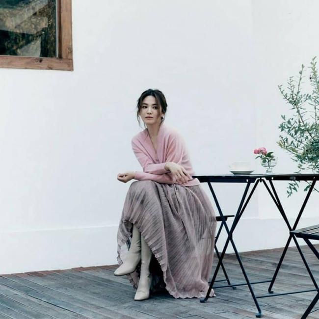 """Song Hye Kyo vừa công bố tin vui, cư dân mạng lại """"săm soi"""" những dấu hiệu lạ trên khuôn mặt - Ảnh 2."""