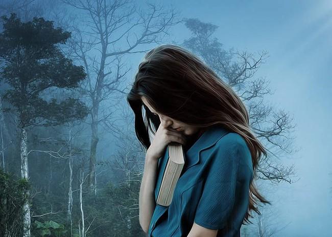 Nửa đêm mưa gió, mẹ chồng dắt tôi bỏ chạy khỏi căn nhà ám ảnh suốt 3 tháng với số tiền lẻ lận lưng và lời dặn dò rớm nước mắt - Ảnh 1.