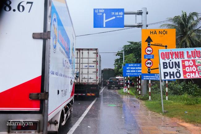 Ảnh: Tắc nghẽn nghiêm trọng trên tuyến giao thông tại Quảng Bình - Ảnh 4.