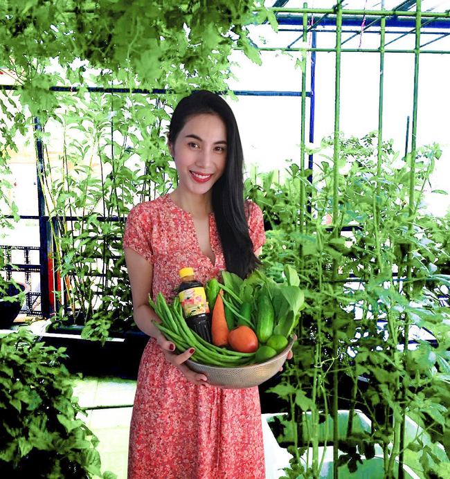 Ngắm vườn rau quả sạch tốt tươi, xanh mát trong biệt thự triệu đô của vợ chồng Thủy Tiên - Công Vinh - Ảnh 6.
