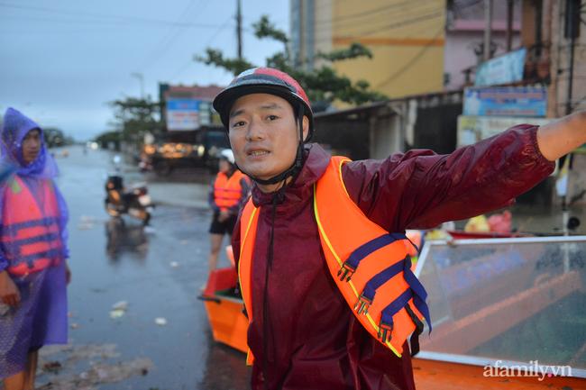 Theo chân các đoàn cứu trợ vào tâm lũ Quảng Bình: Chúng tôi tất cả phải vì dân - Ảnh 19.