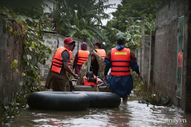 Theo chân các đoàn cứu trợ vào tâm lũ Quảng Bình: Chúng tôi tất cả phải vì dân - Ảnh 17.