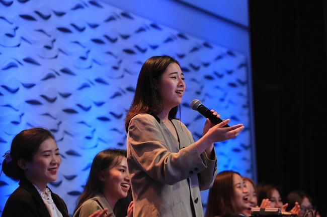 Lê Hoàng tiếp tục gây sốc khi tranh cãi gay gắt với nữ khán giả 20 tuổi trên sóng truyền hình - Ảnh 4.