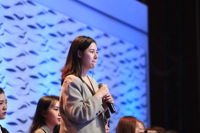 Lê Hoàng tiếp tục gây sốc khi tranh cãi gay gắt với nữ khán giả 20 tuổi trên sóng truyền hình - Ảnh 3.