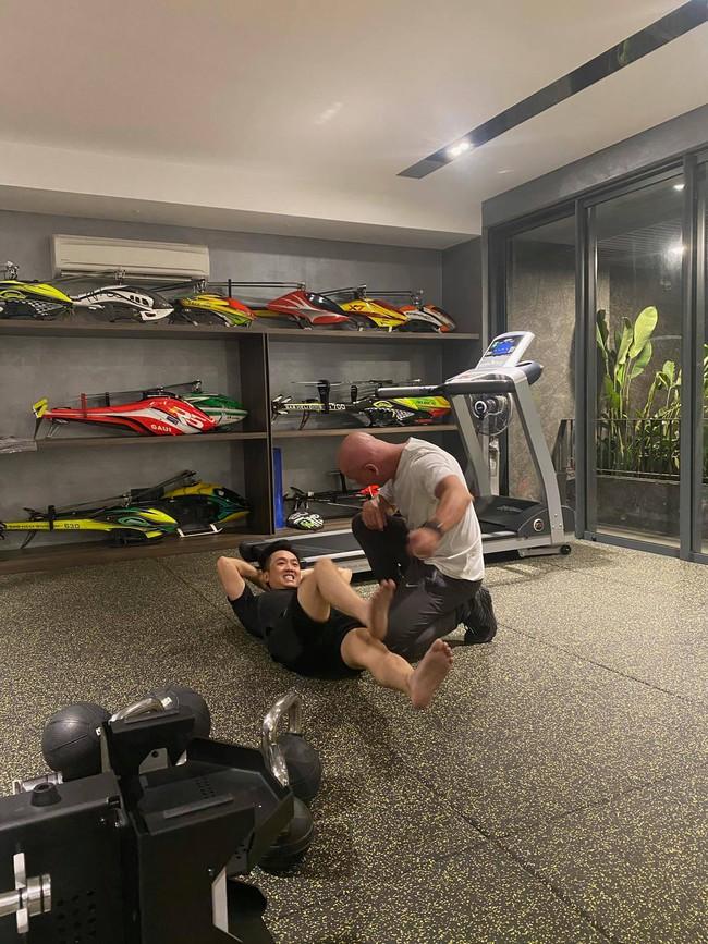 """Đàm Thu Trang đăng ảnh chồng trong phòng tập gym nhưng Cường Đô La lại vội vàng than bị """"dìm hàng"""" - Ảnh 3."""