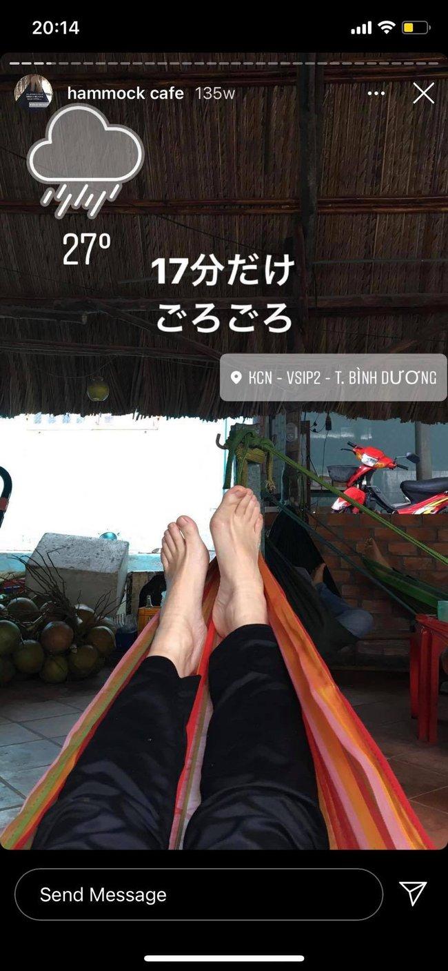 Cô nàng người Nhật Bản khiến dân mạng cười nắc nẻ vì loạt ảnh review võng Việt Nam, bất chấp tất cả để thảnh thơi trên vật dụng huyền thoại này - Ảnh 3.