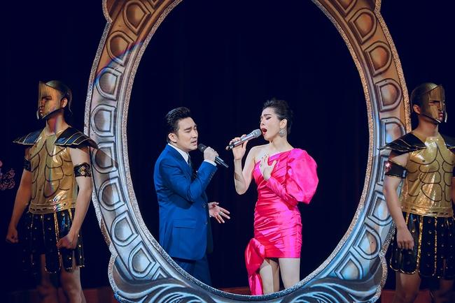 Tuấn Hưng bất ngờ tái xuất sau khi tuyên bố giải nghệ, đứng chung sân khấu cùng Quang Hà, Lệ Quyên  - Ảnh 3.