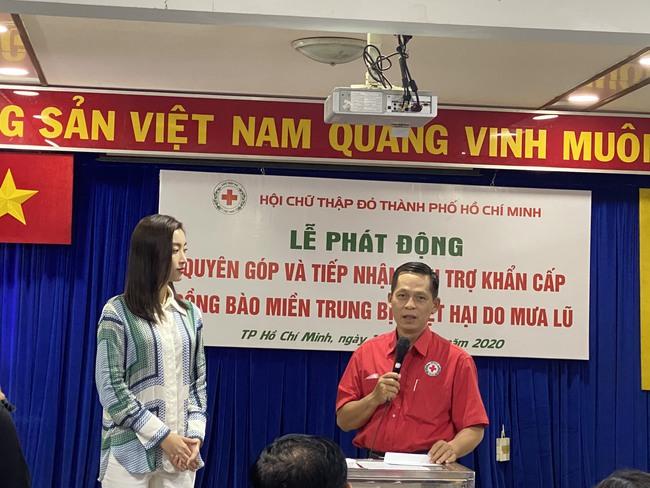 """""""Bà trùm Hoa hậu"""" mang vali tiền đi cứu trợ miền Trung, Hoa hậu Tiểu Vy, Đỗ Mỹ Linh sẵn sàng lên đường - Ảnh 5."""