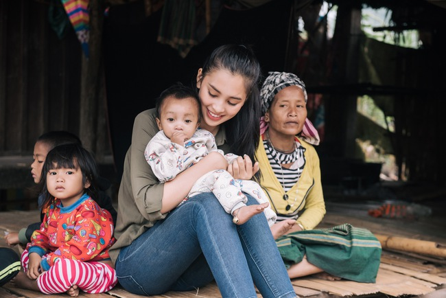 """""""Bà trùm Hoa hậu"""" mang vali tiền đi cứu trợ miền Trung, Hoa hậu Tiểu Vy, Đỗ Mỹ Linh sẵn sàng lên đường - Ảnh 6."""