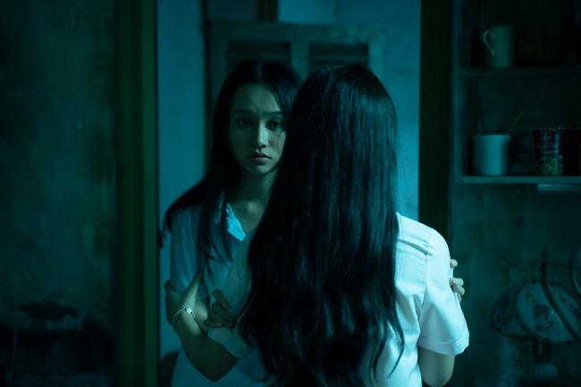 """Trúc Anh, Salim và Amee """"nuôi"""" búp bê hắc ám trong phim kinh dị của Victor Vũ - Ảnh 11."""