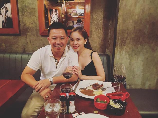 """Chồng đi làm cả tuần nên """"bù đắp"""" cho Giang Hồng Ngọc bằng buổi hẹn hò lãng mạn."""