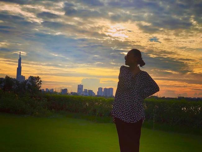 """Đoan Trang nói: """"Cầu mong thiên tai qua mau cho bà con sớm trở lại cuộc sống bình thường""""."""