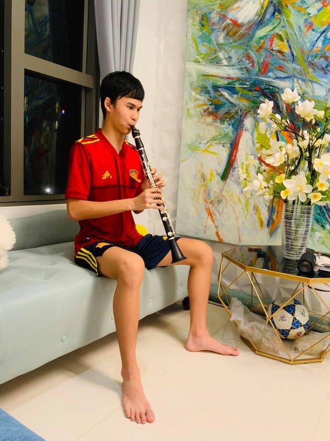 15 tuổi cao 1m80, con trai diễn viên Huy Khánh chơi chục môn thể thao nhưng nhìn chế độ dinh dưỡng mới khủng - Ảnh 9.