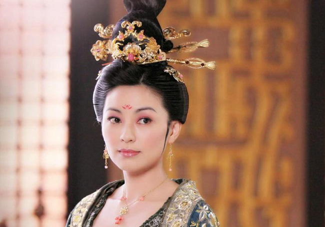 Vị Hoàng hậu tự tay ném chết con gái mới sinh: Nhan sắc kiều diễm nhưng không may bị gả vào vương triều cầm thú, trở thành đồ chơi của đế vương - Ảnh 1.