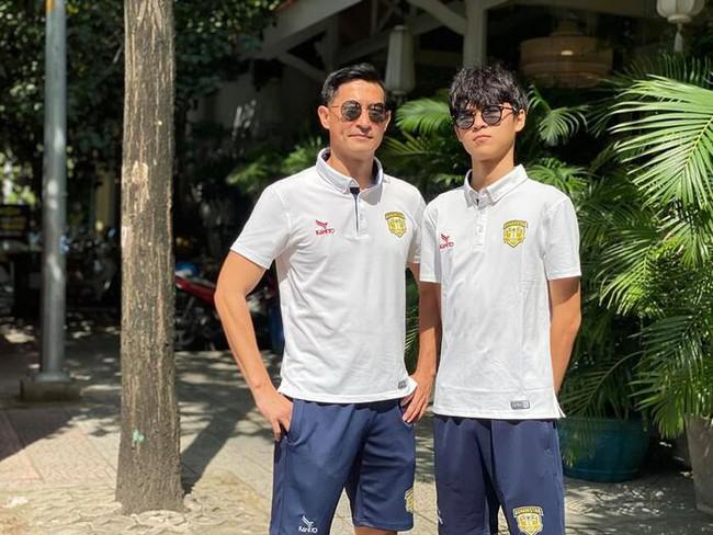 15 tuổi cao 1m80, con trai diễn viên Huy Khánh chơi chục môn thể thao nhưng nhìn chế độ dinh dưỡng mới khủng - Ảnh 2.