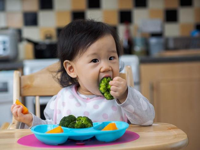 """Cảnh báo 5 món ăn vặt trẻ nhỏ dễ """"nghiện"""" nhưng có thể gây bệnh ung thư cực mạnh: Hầu hết đều rẻ, có bán khắp các chợ mà phụ huynh ít để ý - Ảnh 1."""