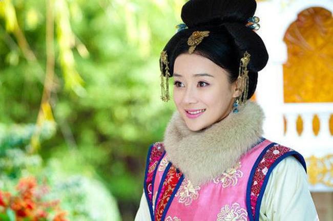 Nhan sắc không xinh đẹp nhưng Viên San San toàn nhận vai mỹ nhân trong các phim cổ trang.