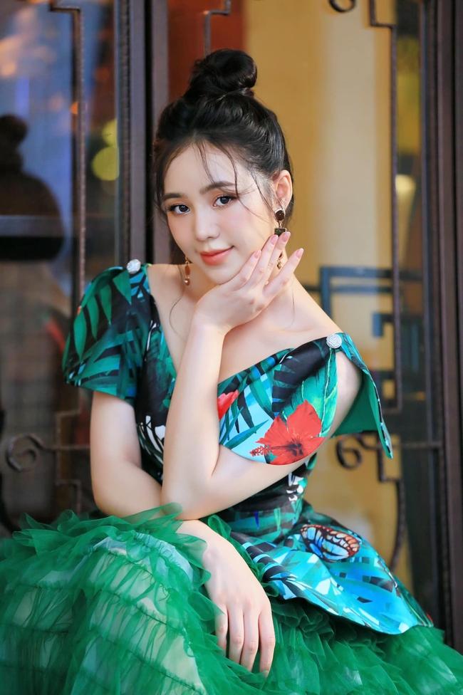 """Lộ tạo hình chị em nhà giàu của Hồng Diễm - Quỳnh Kool trong phim mới đóng cùng Hồng Đăng, chị thì sang còn em thì... """"sai""""! - Ảnh 2."""