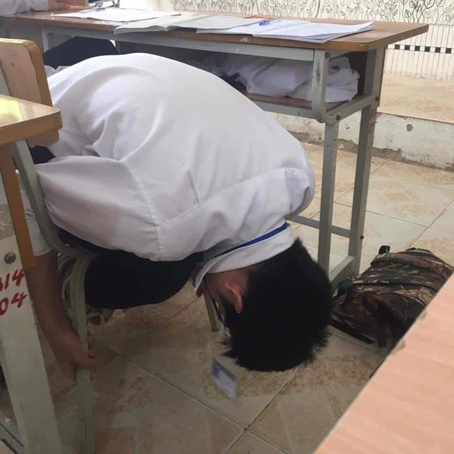 Đang trong giờ học mà quá buồn ngủ, nữ sinh nghĩ ra ý tưởng bá đạo khiến ai nhìn thấy cũng cười ngất - Ảnh 3.