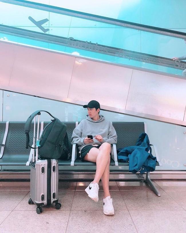 Lee Min Ho và chiếc quần thần thánh cùng đôi chân trắng nõn nà gây xôn xao MXH - Ảnh 3.