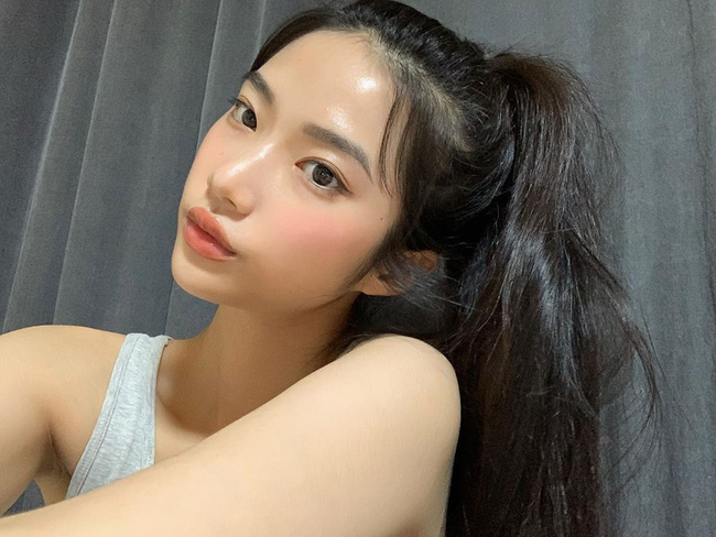 Tập gym mà makeup đủ đầy thì da toang sớm, Hà Trúc mách chị em cách trang điểm gọn xinh mà không hề hại da - Ảnh 2.