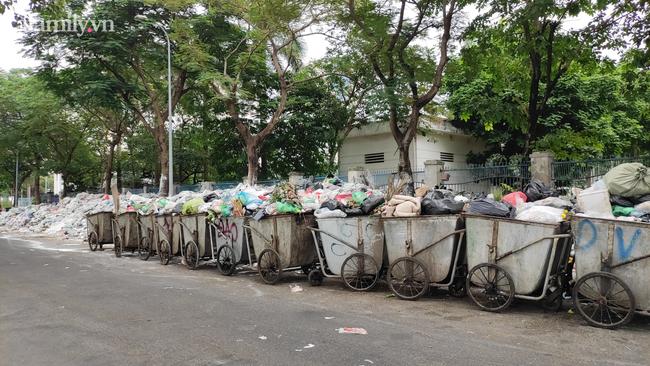 Những chuyến xe chở rác tại nội thành