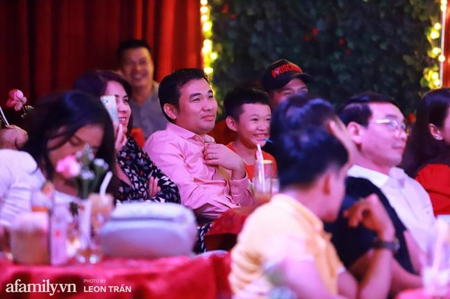 Chồng sắp cưới Vân Hugo mạnh tay chi 80 triệu mua vật phẩm từ thiện của Lệ Quyên và Quang Lê - Ảnh 3.