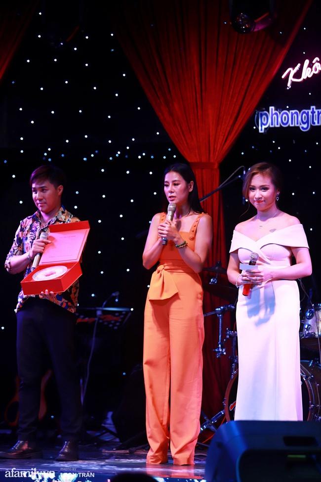 Chồng sắp cưới Vân Hugo mạnh tay chi 80 triệu mua vật phẩm từ thiện của Lệ Quyên và Quang Lê - Ảnh 9.