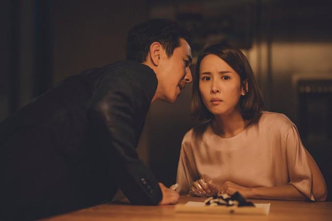 """Bất đắc dĩ cho chồng """"tìm cảm giác lạ"""", tôi định nhắm mắt bỏ qua nhưng vẫn không khỏi bàng hoàng trước người đàn ông nằm trong phòng ngủ - Ảnh 2."""