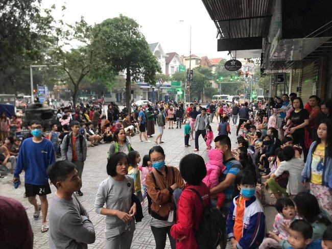 Hà Nội: Rạng sáng hàng trăm người ôm con nhỏ chạy từ tầng 33 khi có cháy - Ảnh 6.