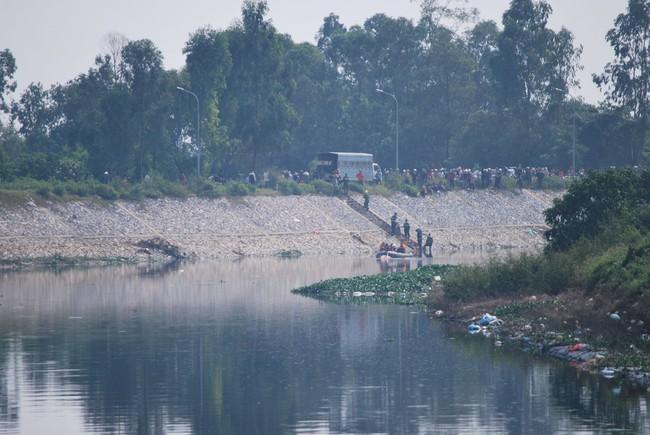 NÓNG: Tìm thấy thi thể nữ sinh Học viện Ngân hàng dưới lòng sông Nhuệ, bắt giữ 2 nghi phạm - Ảnh 1.