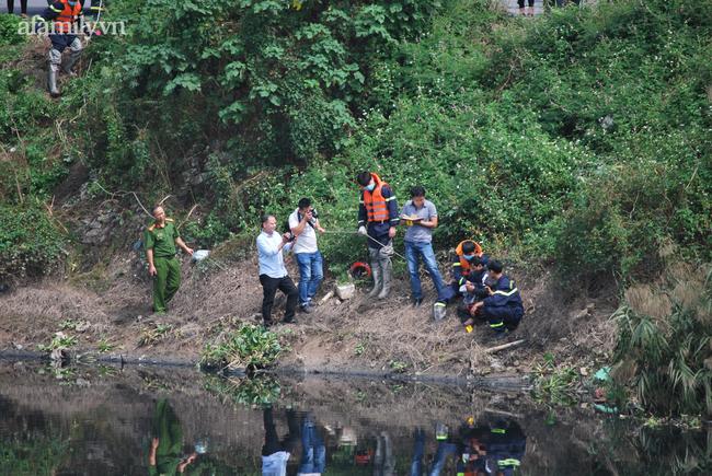 Người thân khóc ngất khi phát hiện một thi thể nghi vấn là nữ sinh mất tích ở Hà Nội - Ảnh 10.