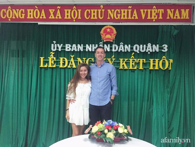 """Sau chuyến du lịch, người đàn ông Ireland bỏ hết sang Sài Gòn định cư theo cô gái Việt: Mẹ vợ từng nằng nặc phản đối, sợ chàng rể """"chơi qua đường"""" vì quá đẹp trai - Ảnh 6."""