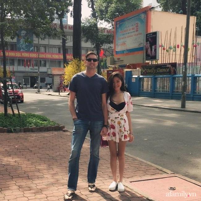 """Sau chuyến du lịch, người đàn ông Ireland bỏ hết sang Sài Gòn định cư theo cô gái Việt: Mẹ vợ từng nằng nặc phản đối, sợ chàng rể """"chơi qua đường"""" vì quá đẹp trai - Ảnh 3."""