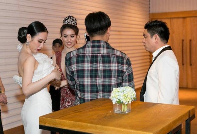 """Tình huống """"ngó lơ"""" nhau của các cặp đôi sao Việt: Thúy Vân và chồng Lan Khuê tránh né tuyệt đối, khó hiểu nhất là thái độ như người dưng của vợ chồng Lệ Quyên - Ảnh 4."""