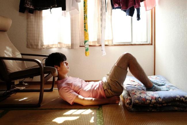 """Cuộc sống lay lắt của """"thế hệ thua cuộc"""" ở Nhật Bản: Nửa cuối đời vẫn thất nghiệp, ăn dầm nằm dề trông cậy cả vào bố mẹ, trở thành nỗi xấu hổ thất vọng cho gia đình - Ảnh 1."""