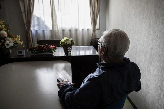 """Cuộc sống lay lắt của """"thế hệ thua cuộc"""" ở Nhật Bản: Nửa cuối đời vẫn thất nghiệp, ăn dầm nằm dề trông cậy cả vào bố mẹ, trở thành nỗi xấu hổ thất vọng cho gia đình - Ảnh 7."""