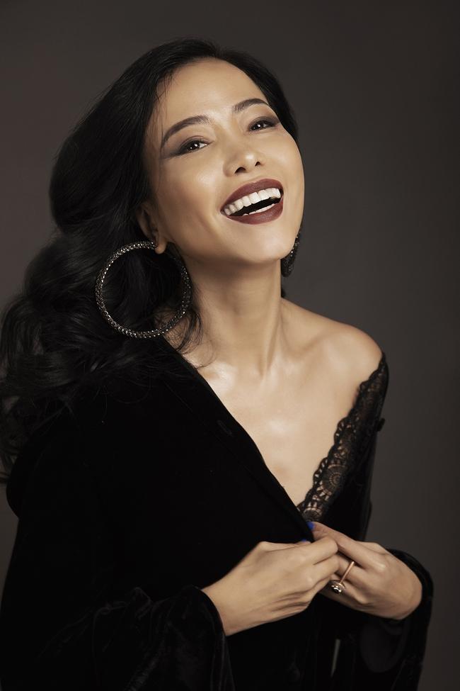 """Lương Thùy Linh trở thành nàng thơ của """"Người đàn bà Nhung Lụa"""" Hà Linh Thư  - Ảnh 4."""