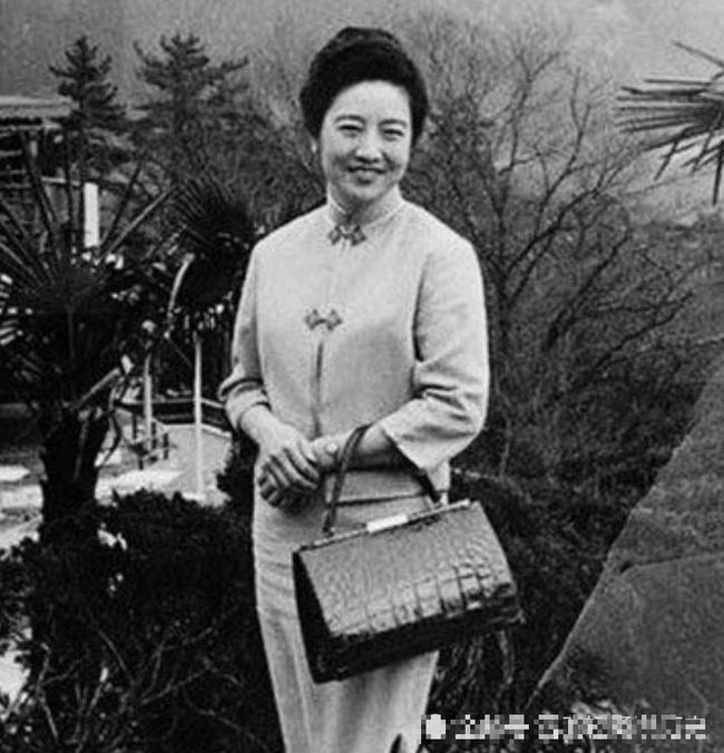 Sau khi cưới người giàu bậc nhất Thượng Hải bằng hôn lễ xa hoa, tiểu thư gặp biến cố phải bán hàng đường phố và cùng chồng xây dựng đế chế kinh doanh trị giá hàng trăm triệu đô - Ảnh 6.