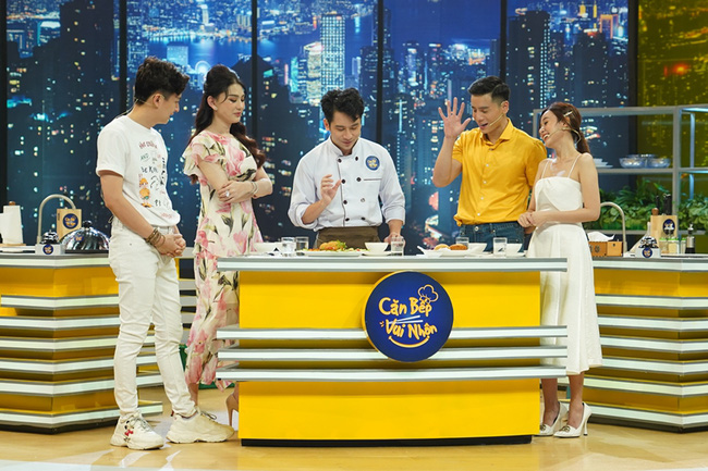 Lâm Khánh Chi đỏ mặt xấu hổ vì lỡ nói tên thật trên sóng truyền hình - Ảnh 8.