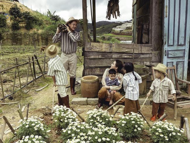 Phát sốt trước bộ ảnh gia đình nông dân của Thành Đạt - Hải Băng và 4 con nhỏ - Ảnh 8.