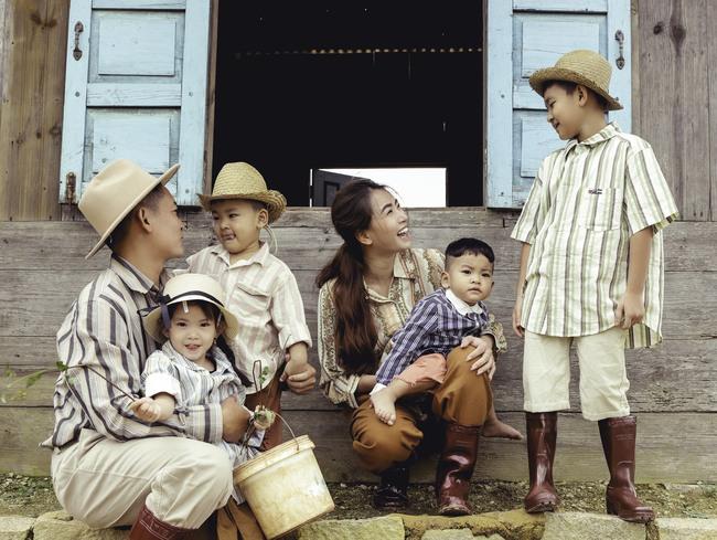 Phát sốt trước bộ ảnh gia đình nông dân của Thành Đạt - Hải Băng và 4 con nhỏ - Ảnh 7.