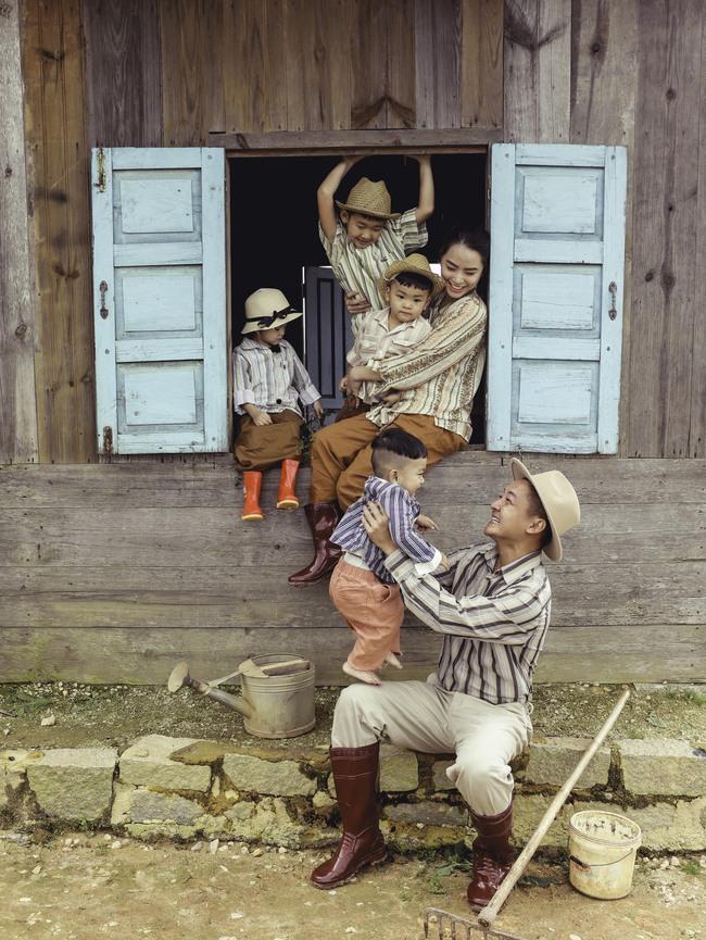 Phát sốt trước bộ ảnh gia đình nông dân của Thành Đạt - Hải Băng và 4 con nhỏ - Ảnh 6.