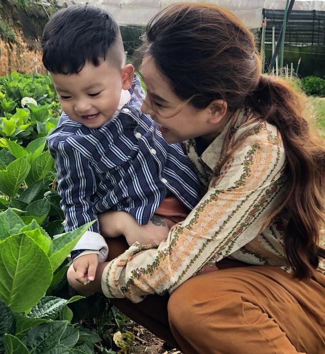 Phát sốt trước bộ ảnh gia đình nông dân của Thành Đạt - Hải Băng và 4 con nhỏ - Ảnh 3.