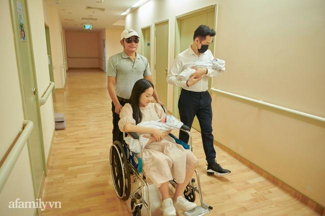 """Dương Khắc Linh bỡ ngỡ khi làm """"ông bố 2 con"""", càng yêu thương Sara Lưu hơn sau sinh - Ảnh 4."""