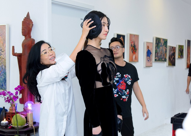 """Lương Thùy Linh trở thành nàng thơ của """"Người đàn bà Nhung Lụa"""" Hà Linh Thư  - Ảnh 1."""