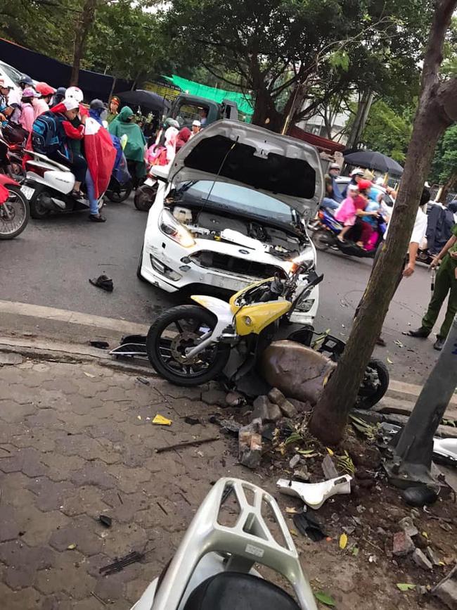 Hà Nộ: Xe ô tô hất tung người đi đường vào nhà dân bên đường - Ảnh 3.
