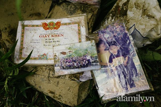 Flycam: Cận cảnh hiện trường cứu hộ vụ sạt lở đất vùi lấp 53 người ở Quảng Nam - Ảnh 7.